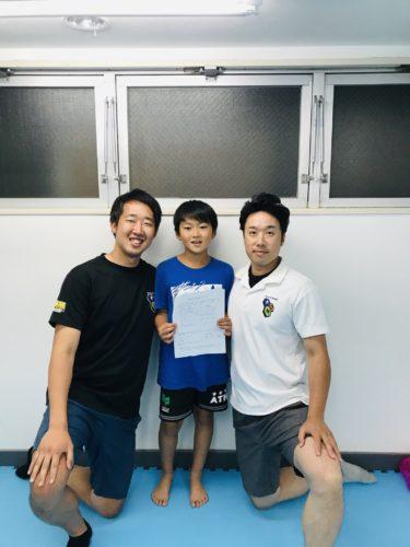 サッカートレーニングスクールの少年